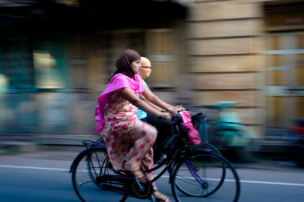 Cities are actively planning infrastructure to encourage and foster non-motorized forms of transportation, such as walking or cycling, among commuters. Photo by Wikimedia Commons.